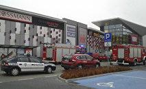 На месте нападения в торговом центре Vivo в городе Сталева Воля, Польша