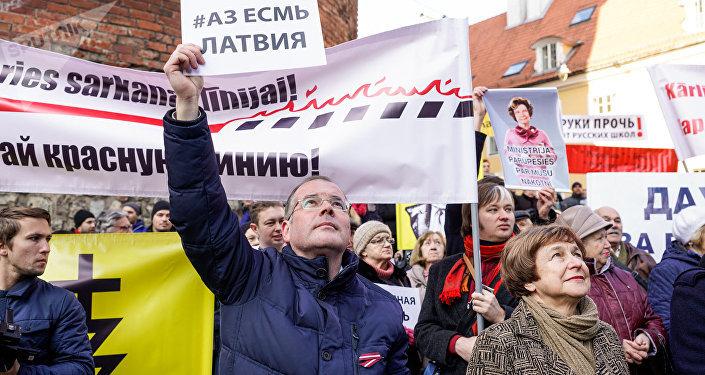Евродепутаты Андрей Мамыкин и Татьяна Жданок