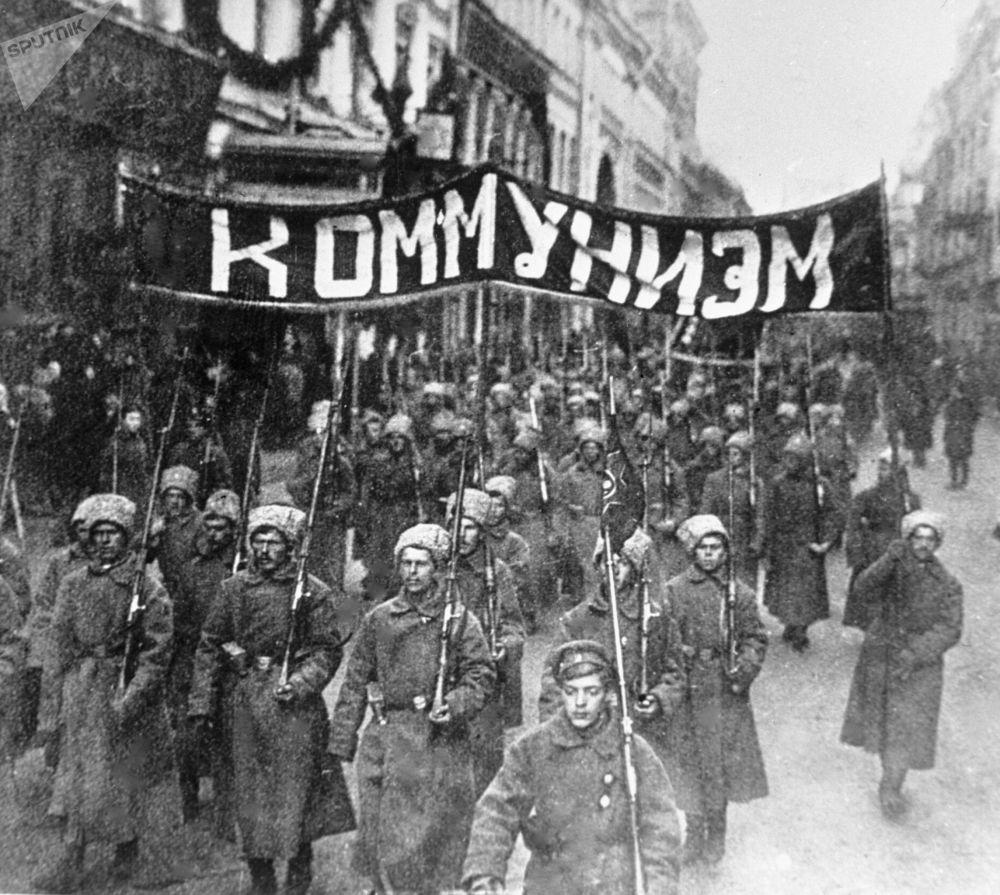 Oktobra sociālistiskās revolūcijas dienās. 1917. gads.