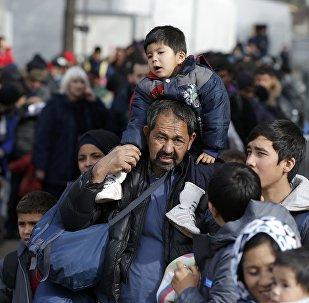 Мигранты в очереди на поезд