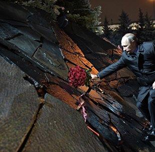 Президент РФ В. Путин принял участие в церемонии открытия мемориала Стена скорби