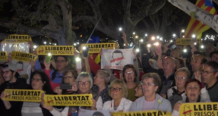 Barselona protestē pret Katalonijas politiķu arestu