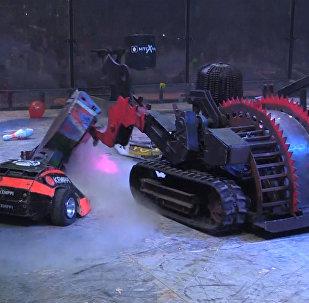 Līdz pēdējam zobratiņam: robotu cīņa Pēterburgā
