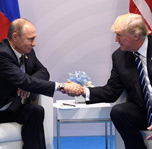 Krievijas un ASV prezidenti Vladimirs Putins un Donalds Tramps
