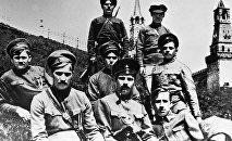 Латышские красные стрелки, охранявшие Кремль после переезда Советского правительства из Петрограда в Москву.