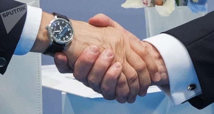 Krievijas prezidenta Vladimira Putina un ASV vadītāja Donalda Trampa rokasspiediens. Foto no arhīva
