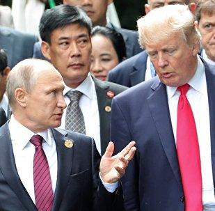 Krievijas un ASV prezidenti Vladimirs Putins un Donalds Tramps APEC samitā