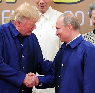 ASV prezidents Donalds Tramps un KF prezidents Vladimirs Putins