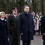Инара Мурниеце, Раймонд Вейонис и Марис Кучинскис на торжественной церемонии в день Лачплесиса на Братском кладбище