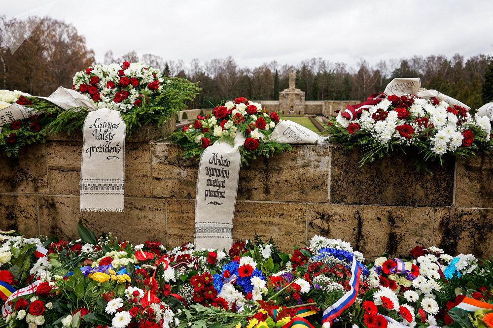 Торжественная церемония в день Лачплесиса на Братском кладбище