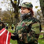 Яунсарги раздают латвийские флажки