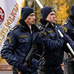 Представители Государственной полиции на параде в день Лачплесиса у Памятника Свободы