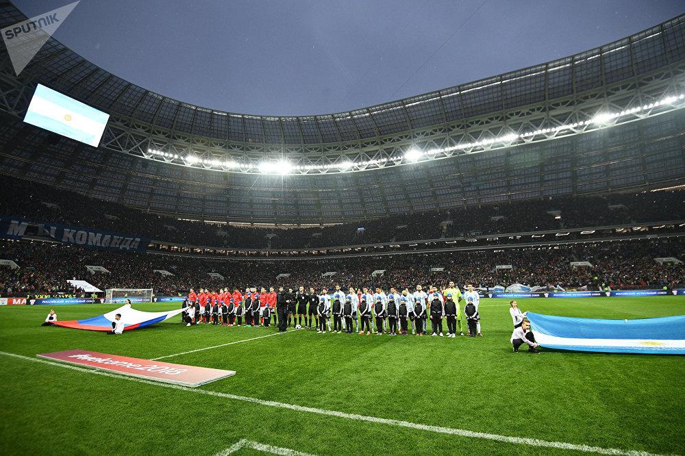 В футбольномы матче между сборными России и Аргентины принял участие прославленный футболист Лионель Месси