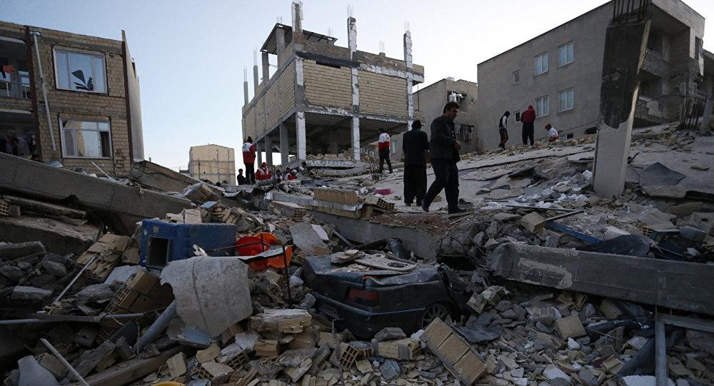 Glābšanas darbi pēc zemestrīces Kermanšahas provincē Irānā.  2017. gada 13. novembrī.