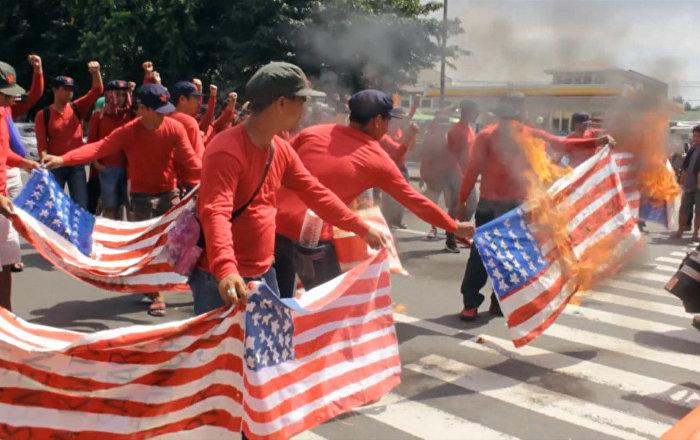 Filipīnās protestētāji sadedzināja Amerikas karogus