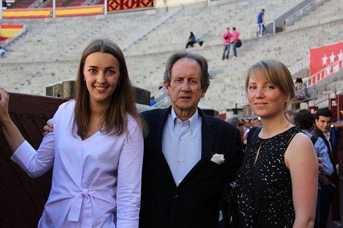 Катерина Бутвиловская (справа) сначала увлеклась испанским, а после полюбила и корриду