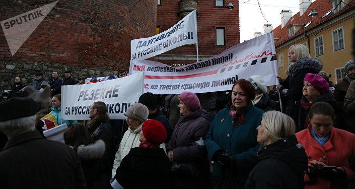 Protesta akcija pret pāreju uz izglītību latviešu valodā
