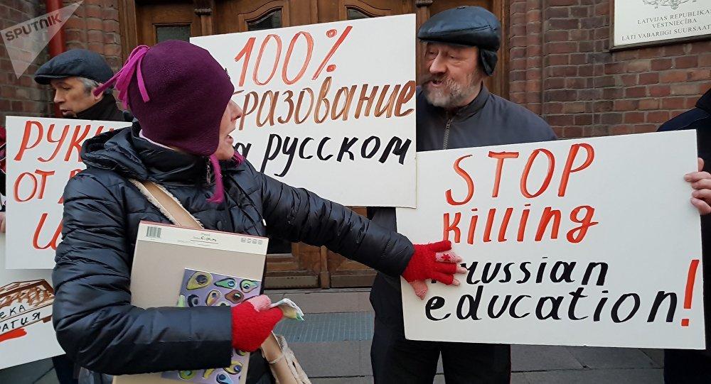 Pikets krievu valodas atbalstam mazākumtautību skolās Latvijā