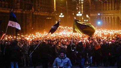 Факельное шествие в Риге в честь Дня независимости