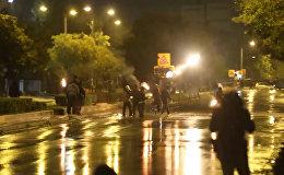 Policisti Grieķijā apmētāti ar Molotova kokteiļiem un akmeņiem