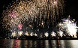 Праздничный салют в День независимости Латвии