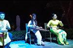 """Исполнение композиции """"Миллион алых роз"""" вьетнамскими музыкантами для туристов из Риги в честь Дня независимости Латвии"""