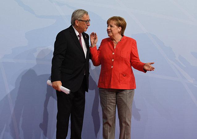 Председатель Европейской комиссии Жан-Клод Юнкер и канцлер ФРГ Ангела Меркель