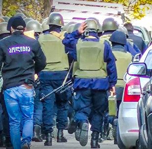 Полиция блокирует дорогу к месту спецоперации