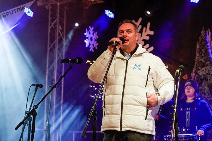 Исполнительный директор города Риги Юрис Радзевич зажег елку на Домской площади