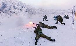 Karavīri treniņu laikā jūras kājnieku bāzē Murmanskas apgabalā