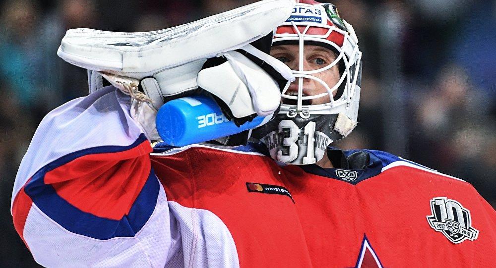 Вратарь ПХК ЦСКА Ларс Юханссон в матче регулярного чемпионата Континентальной хоккейной лиги