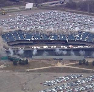 Стадион в Детройте снесли со второй попытки
