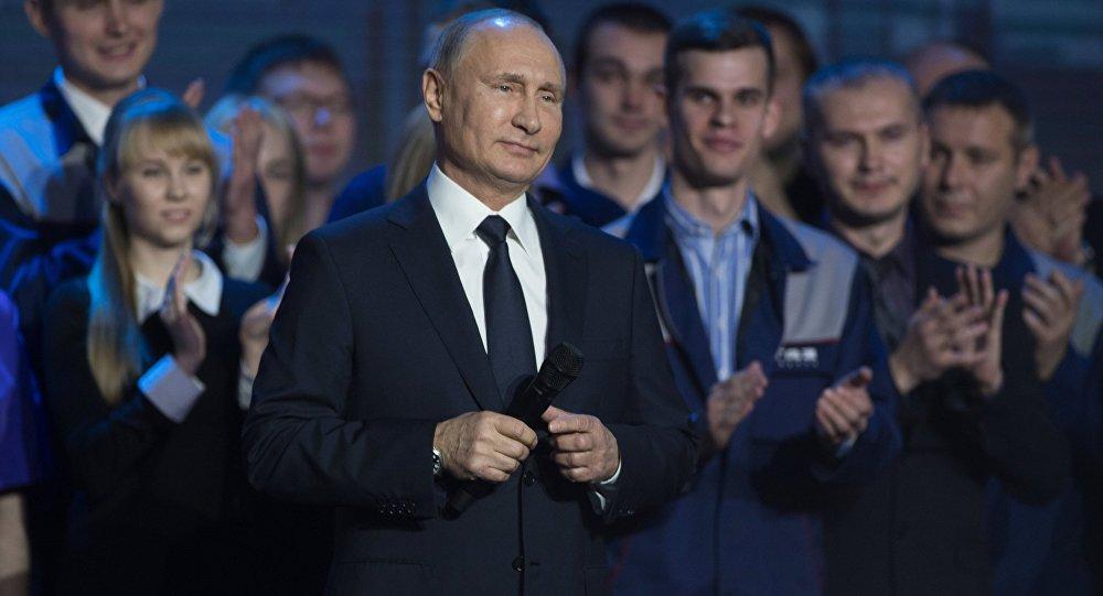 Krievijas prezidents Vladimirs Putins 2017. gada 6. decembrī tiekas ar Gorkijas automašīnu rūpnīcas darbiniekiem