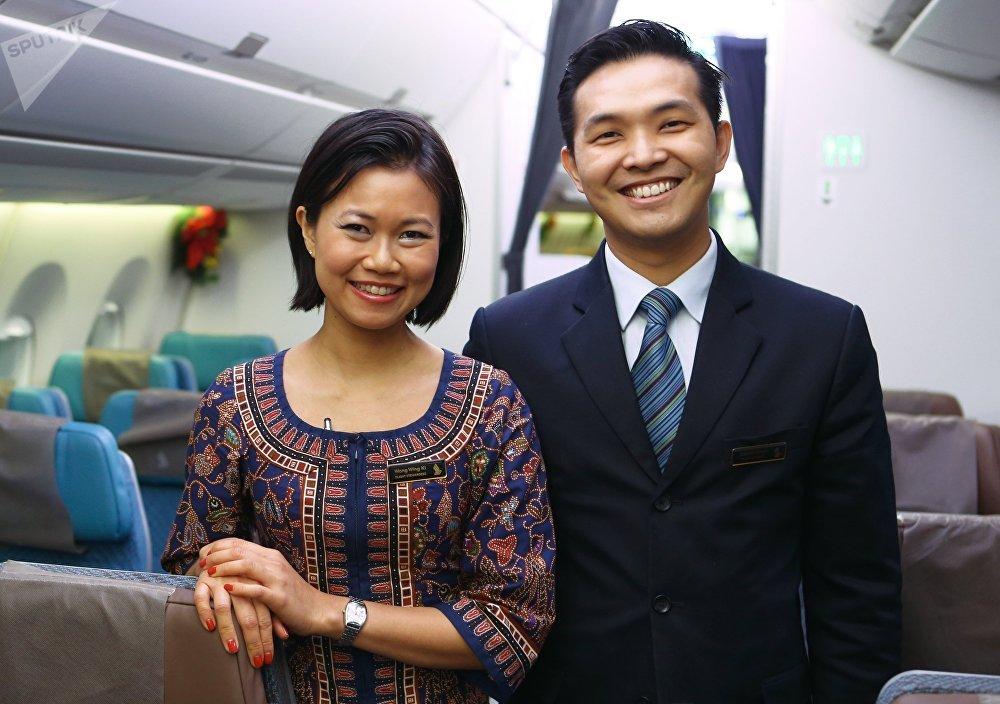 Бортпроводники авиакомпании Singapore Airlines (Сингапурские авиалинии)