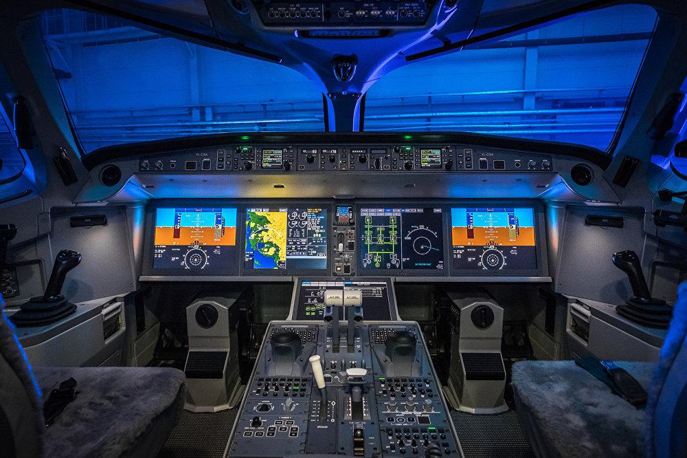 В кабине самолета Bombardier CS300 авиакомпании airBaltic