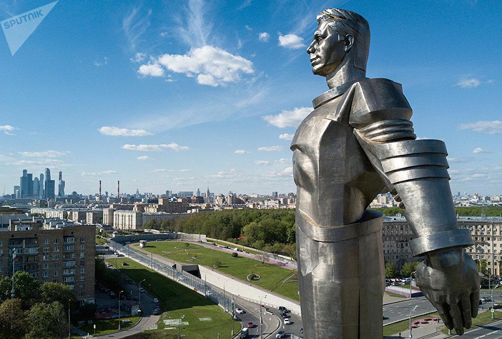 Памятник Ю.А. Гагарину на Ленинском проспекте