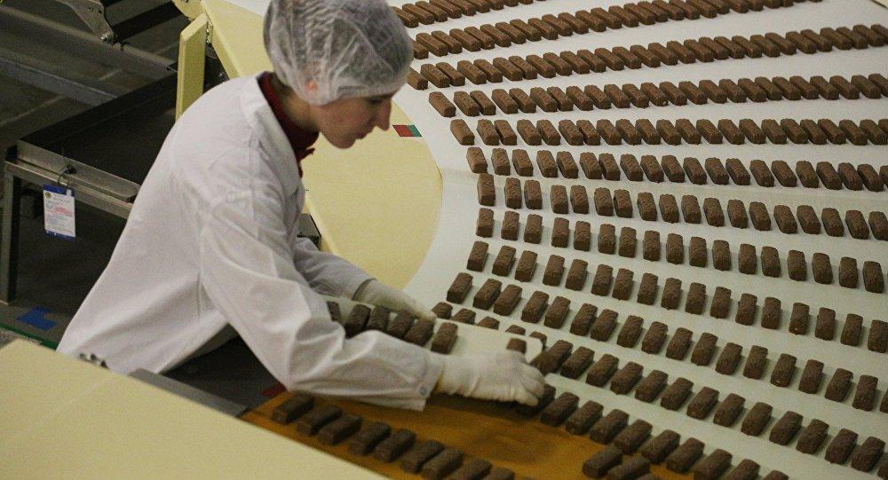 Konditorejas fabrikas darbība. Foto no arhīva