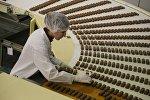 Работа кондитерской фабрики, архивное фото