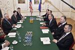 Министр иностранных дел США Рекс Тиллерсон и министр иностранных дел России Сергей Лавров провели двусторонние переговоры в Вене