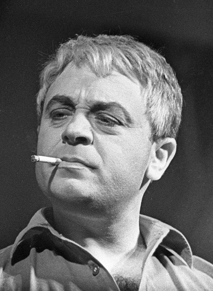 Актер Леонид Броневой в спектакле Мятеж неизвестных