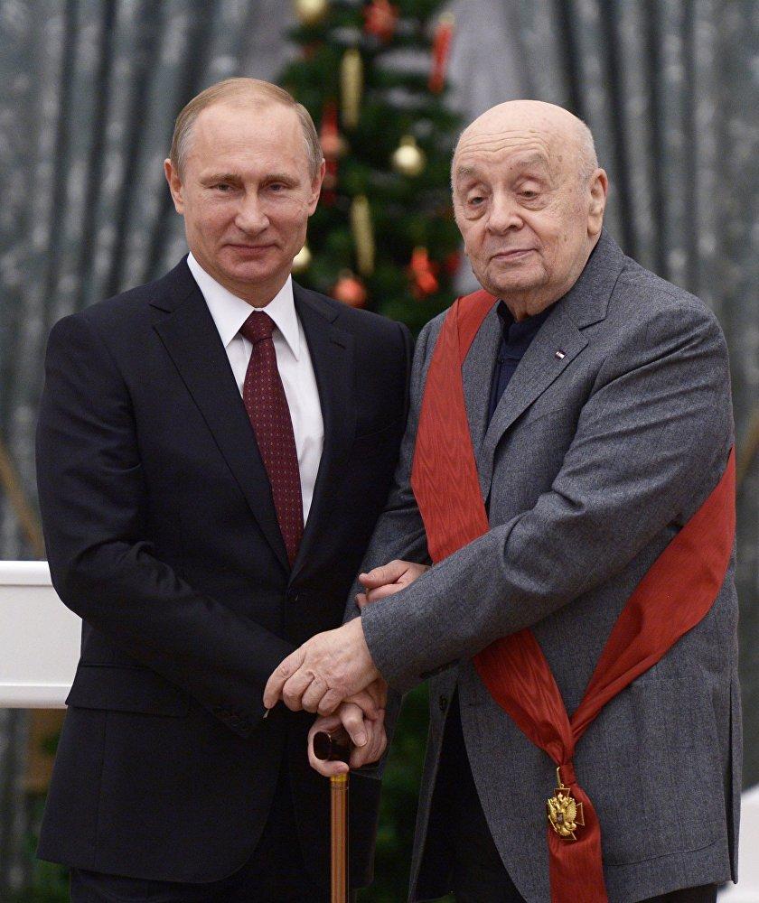 В.Путин вручил в Кремле государственные награды