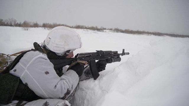 На полигоне в экстремальный мороз: зимняя тренировка морпехов РФ