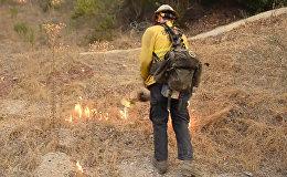 Velnu izdzen ar Belcebulu: kā ugunsdzēsēji Kalifornijā cīnās ar Tomasu