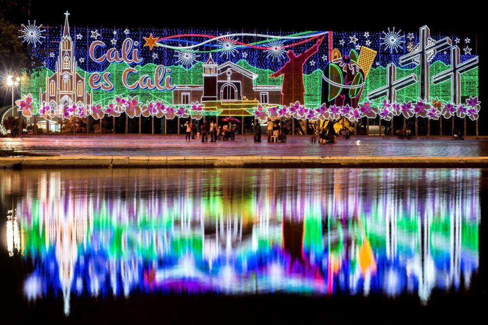 Ziemassvētku iluminācija Kali pilsētā Kolumbijā