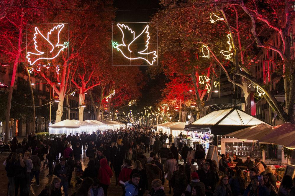 Ziemassvētku ugunis Barselonā