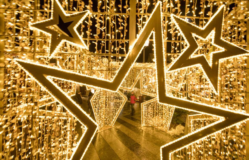 Svētku iluminācija Sanktpeltenas pilsētā Austrijā