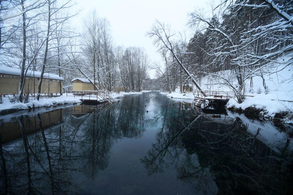 Ūdens Zilajos ezeros piesātināts ar sāļiem un minerāliem, taču tas ir rūgtens, nevis sāļš