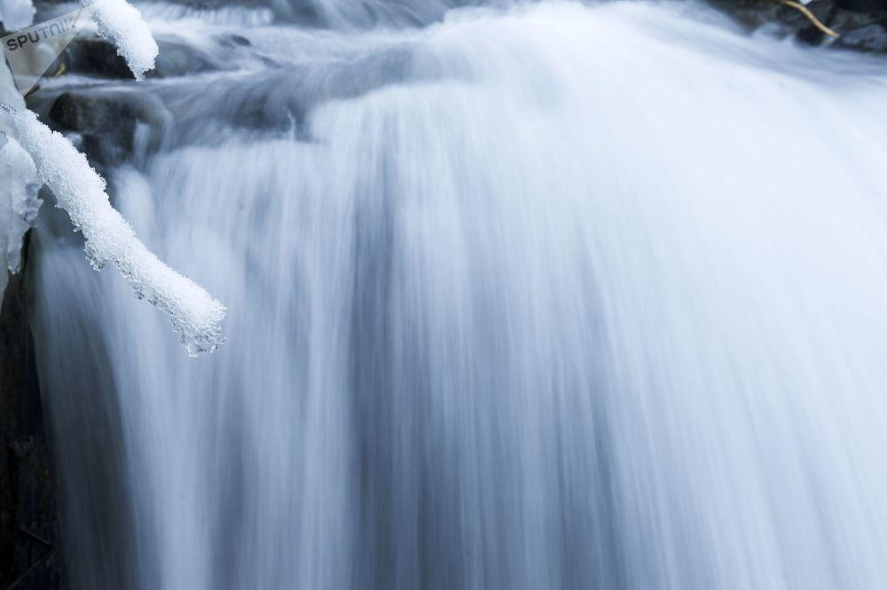 Leģenda vēsta, ka dziļāko no Zilajiem ezeriem pieraudājusi skaistule, kura iemīlējusi hana dēlu, taču viņas mīla palikusi bez atbildes