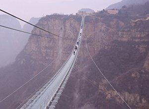 Ķīnā atvērts pasaulē garākais gājēju tilts