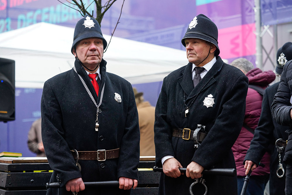 Angļu policisti – bobiji kontrolē kārtību